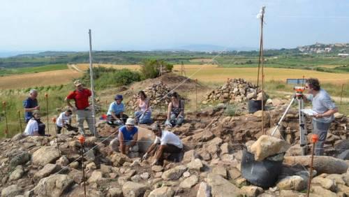 Dolmen de la Huesera http://m.noticiasdealava.com/2014/08/24/araba/la-huesera-recupera-su-estructura
