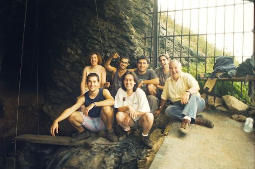 Santa Catalina 1999 excavation team (photo Eduardo Berganza).